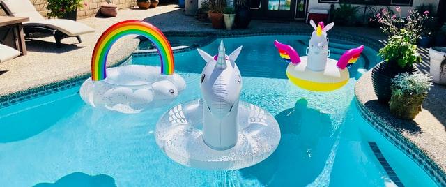 Organizzare una festa in piscina