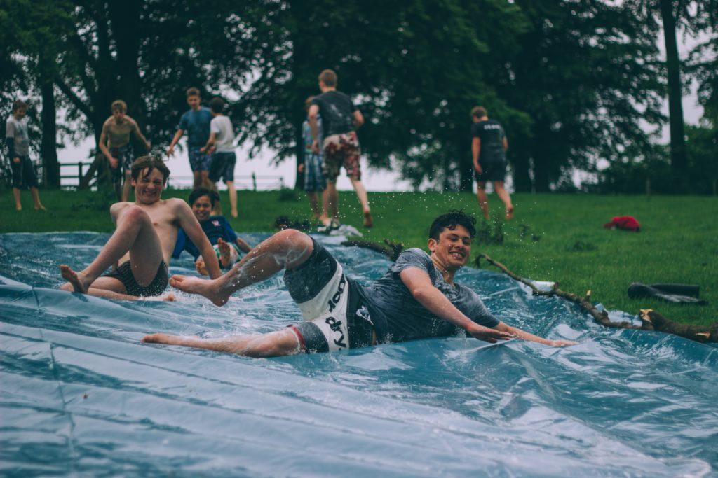 giochi di gruppo fuori la piscina