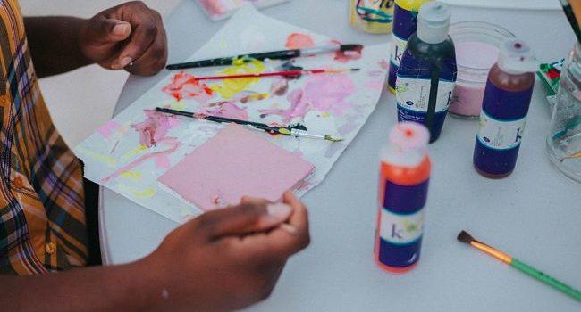 laboratorio di riciclaggio per bambini in stile art attack