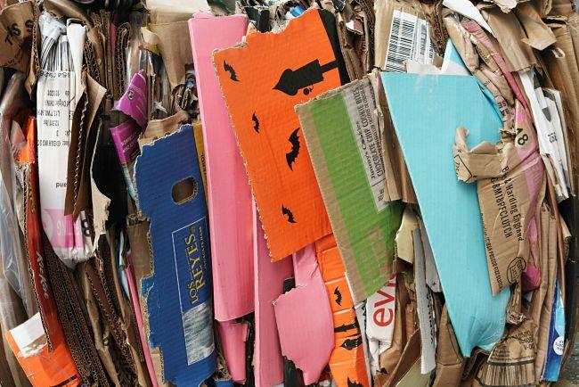 Materiali di scarto che sono utili per un laboratorio di riciclaggio