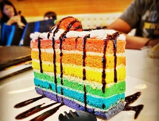 Torta arcobaleno: quelle che piacciono ai bambini