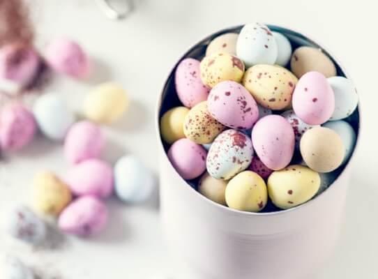 Uova per la brioche di Pasqua