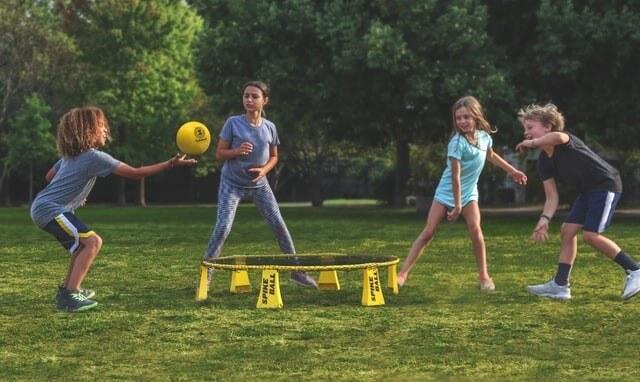 Giochi in palestra per feste di bambini