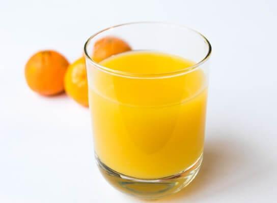 Succo di frutta fai da te tra le bevande per compleanno bambini