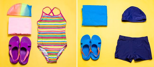Costume, cuffia, telo e ciabatte: l'outfit ideale per bambini invitati ad una festa in piscina
