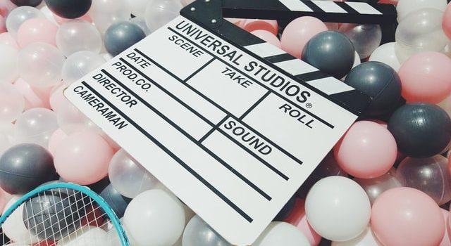 compleanno al cinema - ciak su palloncini colorati