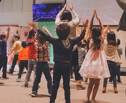 Bambini che ballano baby dance