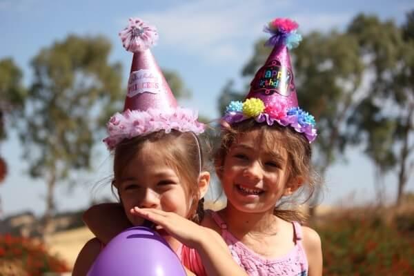Bambine ad una Festa a tema pic-nic