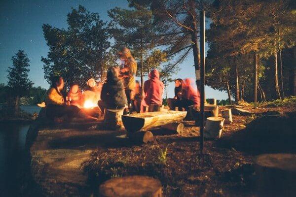 Giochi da fare: l'animazione per la festa di compleanno per bambini in campeggio